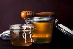 Honey Is an Effective Facial Cleanser
